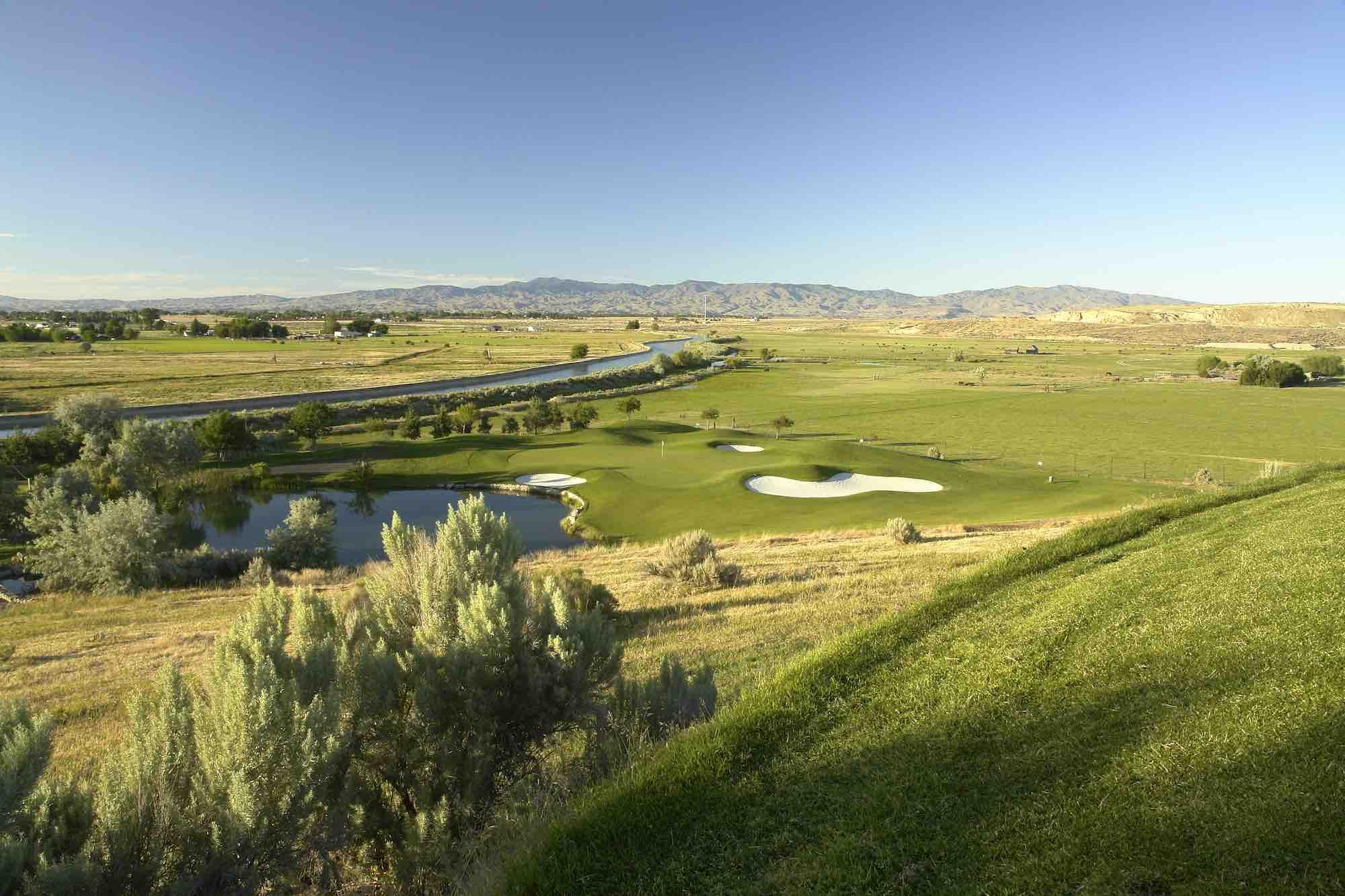 FAlcon Crest Golf